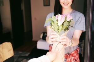 フラワーアレンジメントを母の日に贈ろう。人気のお花や組み合わせ