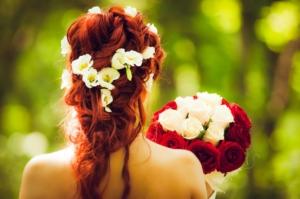 スタンド花で赤色を贈るシーンとは?希望のイメージをオーダーしよう