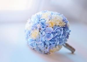 プリザーブドフラワーで水色の花束を。おすすめの種類とアレンジは